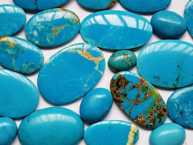سنگ فیروزه تراشیده شده